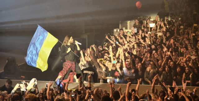 Jared Leto has performed a concert in Kyiv with ​a blue-yellow flag to